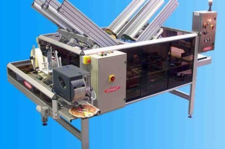 Оборудование для одевания на продукт готовых картонных этикеток